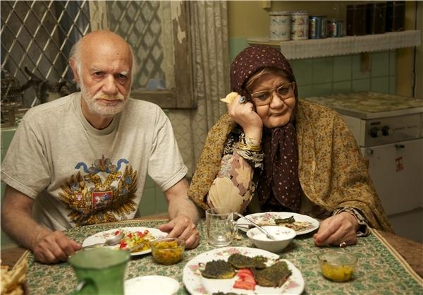 تصاویر فیلم «خوابم میآد»؛ اکبر عبدی مادر شد!