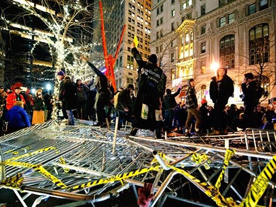 بازگشت معترضان ضد سرمایهداری به پارک زوکوتی نیویورک در سال نو میلادی