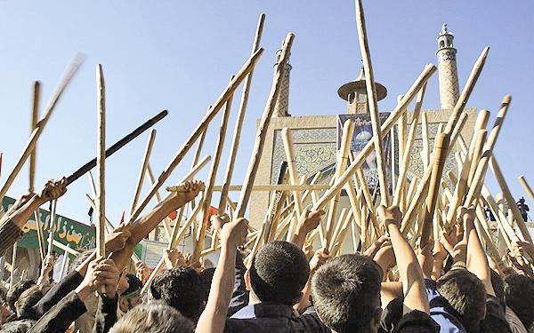 هزاران گردشگر مذهبی تماشاگر آیین قالیشویان در کاشان