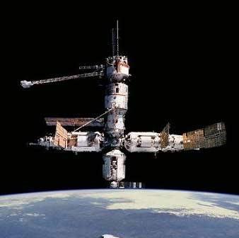 ایستگاه فضایی، از برخورد با زباله فضایی رهایی یافت