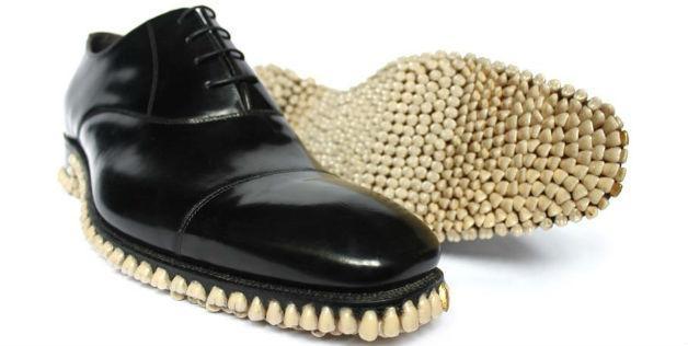 کفشهایی با دندانهای مصنوعی