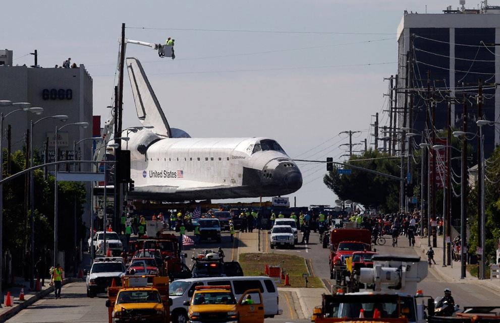 شاتل فضایی اندور در خیابانهای لسآنجلس