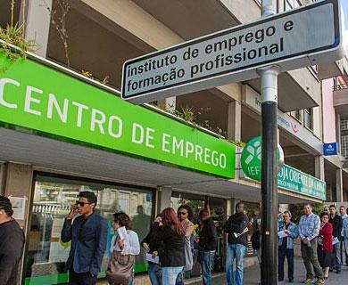 دولت پرتغال نیمی از کارکنان قراردادیاش را اخراج میکند