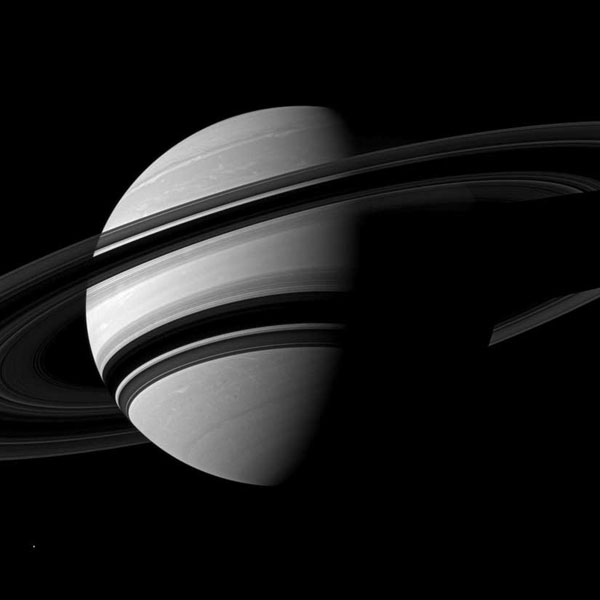 تصویری جدید از جنوب سیاره زحل