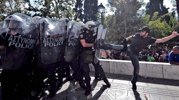 اعتصاب سراسری یونان یک کشته برجای گذاشت