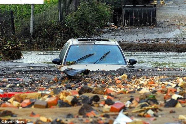 تصاویری از پیامدهای سیل و توفان در غرب انگلیس