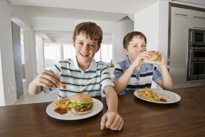 تند غذا خوردن؛ دلیلی برای چاقی