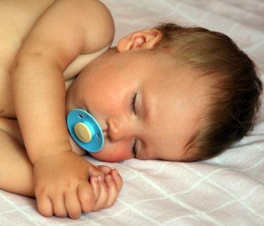 چطور کمخوابی نوزادان را حل کنیم؟