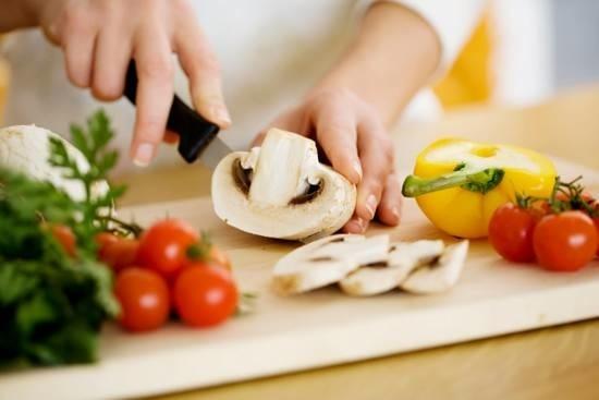 تقسیم غذا به قطعات کوچکتر