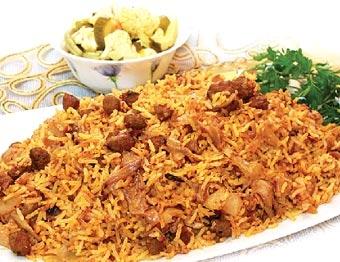 آشنایی با روش تهیه کلم پلوی شیرازی؛ غذای شب یلدای شیرازیها