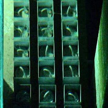 تارهای عنکبوت عجیب در استخر سوختهای مصرفی