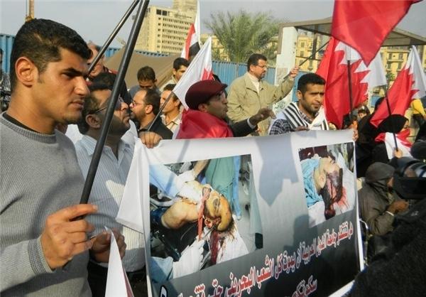 برافراشتن پرچم بحرین در میدان التحریر و مقابل دفتر اتحادیه عرب