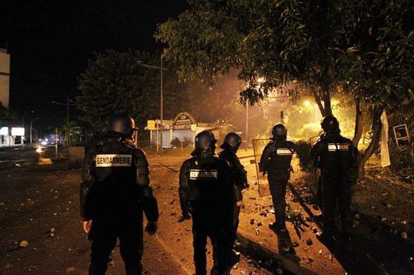 تصاویر اعتراض و ناآرامی در جزیره ریونیون فرانسه