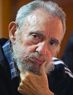 فیدل کاسترو از کتاب خاطراتش رونمایی کرد