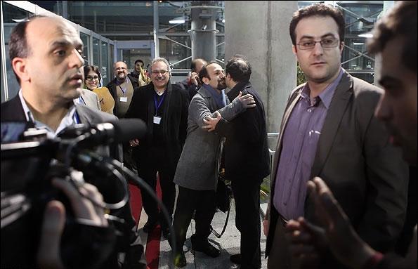 تصاویر و اظهارات فرهادی در بازگشت از پاریس؛ تا آخر عمر ایرانم