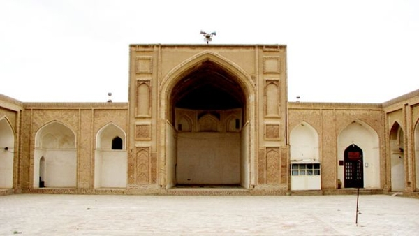 نمایی از شبستان شمالی مسجد جامع گناباد