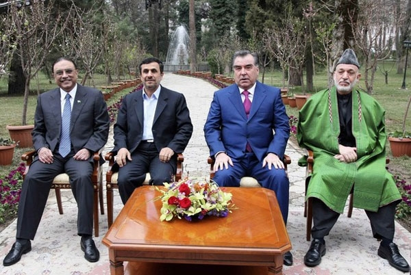 (From L to R) Pakistan's President Asif Ali Zardari, Iran's President Mahmoud Ahmadinejad, Tajikistan's President Imomali Rakhmon and Afghan President Hamid Karzai pose for pictures during a meeting in Dushanbe, March 25, 2012.