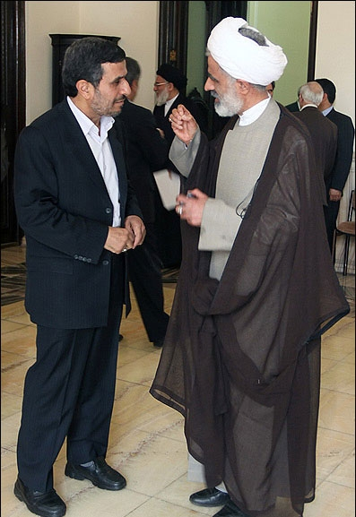 واکنش هاشمی به حضور احمدینژاد در مجمع؛ تصاویر جلسه مجمع