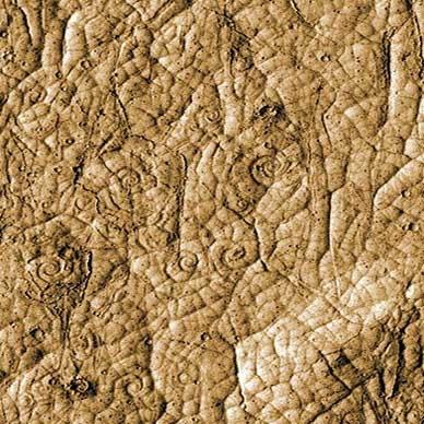 طرحهای به جامانده از جریانهای گدازه ای را نشان می دهد که در نزدیکی منطقه استوایی مریخ گرفته شده است