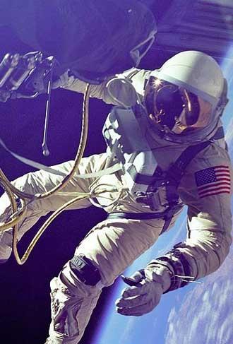 پیاده روی فضایی در قاب تصویر