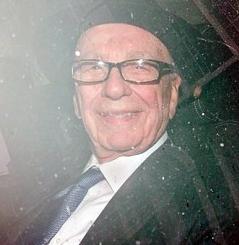 حضور راپرت مورداک در کمیسیون تحقیق رسوایی شنود تلفنی در انگلیس