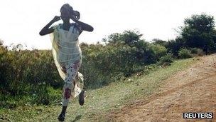 """""""بان کی مون"""" حمله هوایی سودان را محکوم کرد"""
