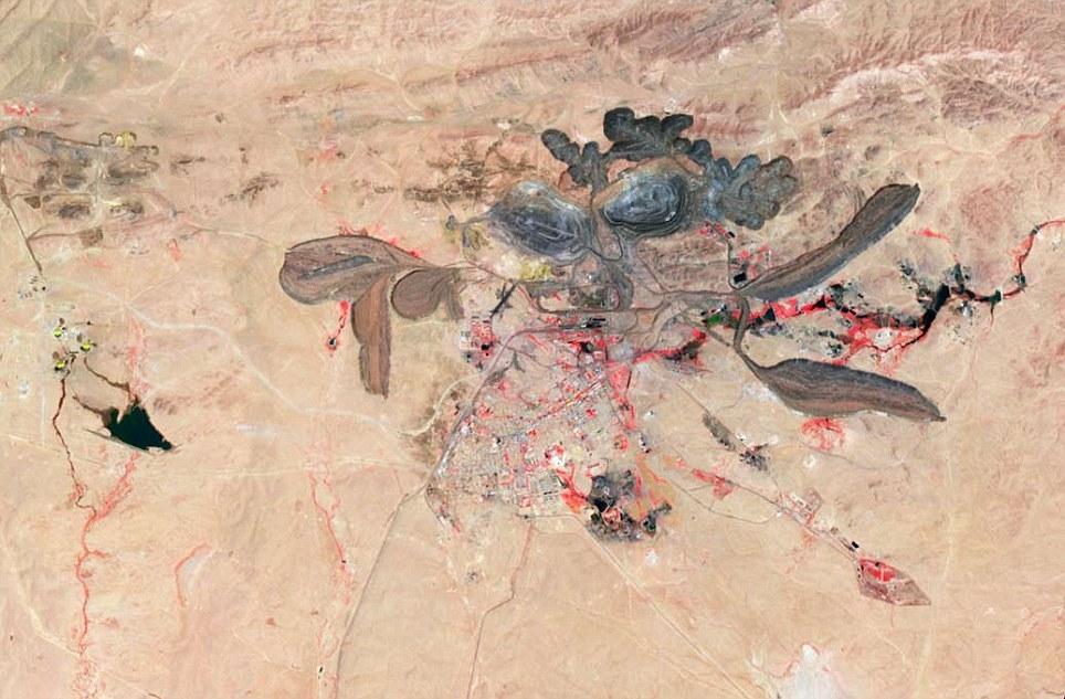 تصویر یک زیبایی وحشتناک در چین؛ تابلویی از مواد سمی در نزدیکی معدن