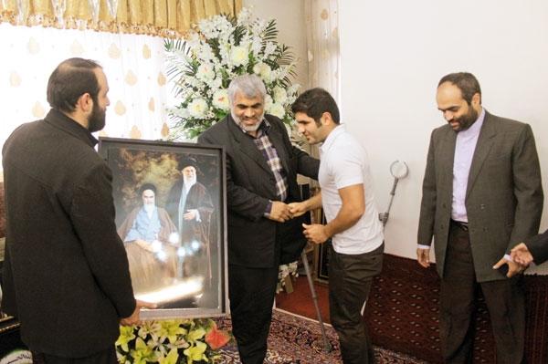 دیدار اعضای روزنامه همشهری با خانواده شهدا