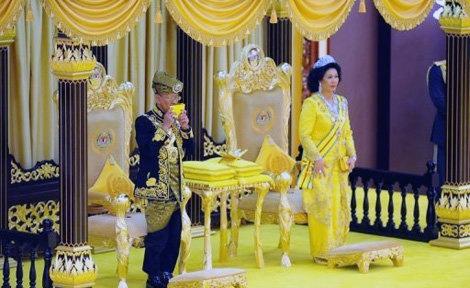 پادشاه جدید مالزی بر مسند نشست