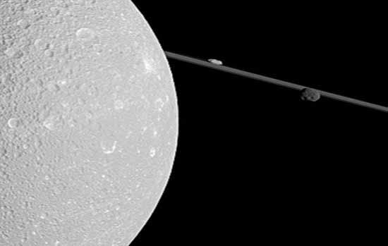 تصاویر فضاپیمای کاسینی از ماه سیاره حلقهدار