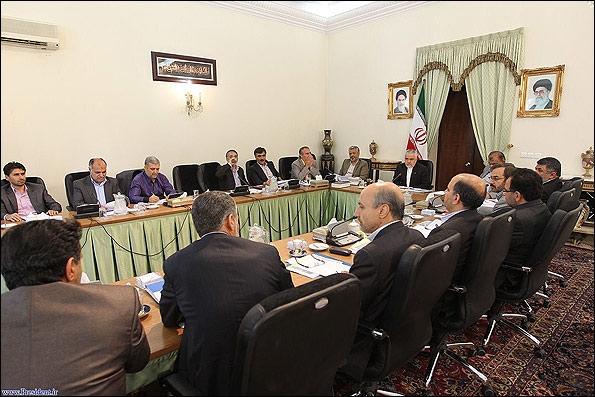 تصویر یکی از متهمان فساد بزرگ در جلسات مهم دولتی