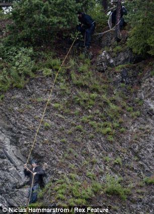 نجات هوفت از بالای صخره
