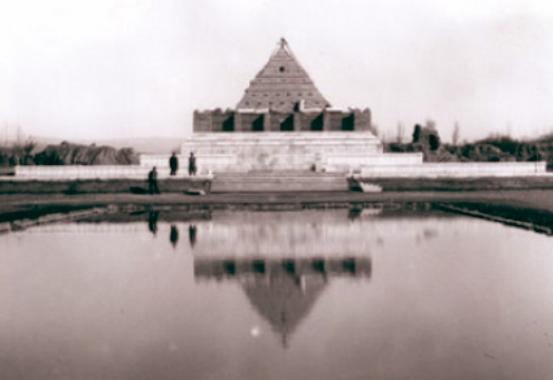 تصویری قدیمی از آرامگاه حکیم ابوالقاسم فردوسی