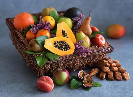 آشنایی با بهترین میوهها و روغنها برای سلامت و شفافیت مو