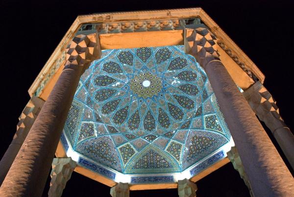 آشنایی با آرامگاه خواجه شمس الدین محمد حافظ - فارس