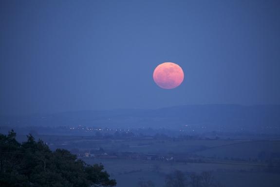 مفاهیم: اَبر ماه چیست؟