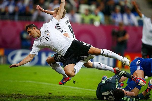 نقطه پایان بر جدال منطقه یورو: آلمان (4) - یونان (2)