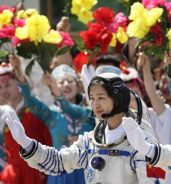 اولین فضانورد زن چینی در قاب تصویر