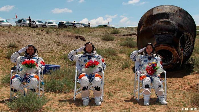 ماموریت فضانوردان چینی با موفقیت پایان یافت