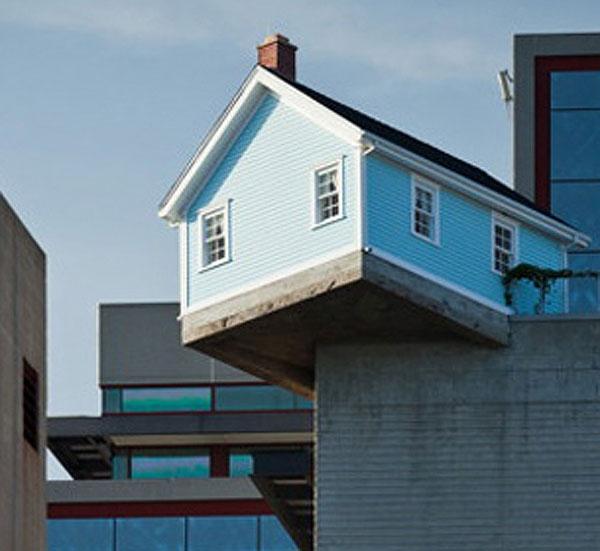 آشنایی با معماری خانه در حال سقوط