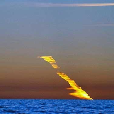 مسیر سوزان 20 دقیقه در آسمان مشاهده شد و ساکنان محلی تصور می کردند که یک شهاب سنگ این رد را در آسمان