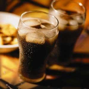 افراط در نوشیدن نوشابههای گازدار بدون قند زمینهساز ابتلا به سرطان