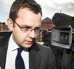 سخنگوی سابق نخست وزیر انگلیس رسما به دست داشتن در شنود تلفنی متهم شد