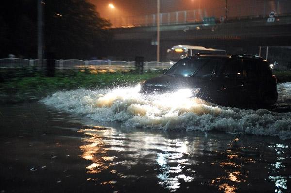 شمار کشته های بارندگی سیل آسا در پکن به 10 تن رسید
