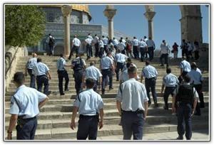 هتک حرمت مسجد الاقصی توسط سربازان و شهرک نشینان صهیونیست
