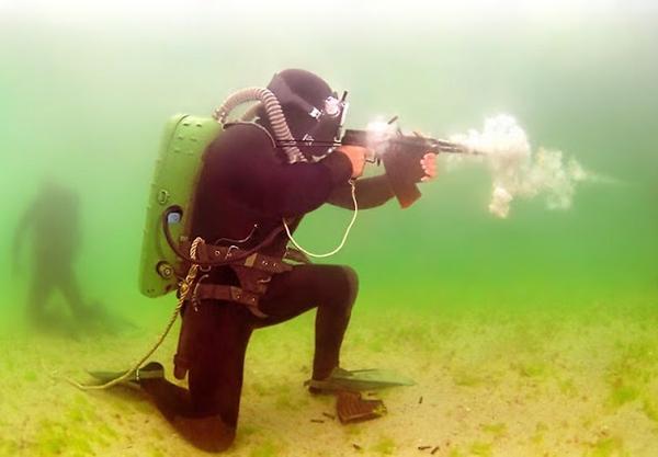 آشنایی با تاریخچه سلاح سبک زیرآبی APS