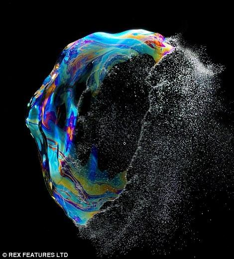 تولد و مرگ حبابها در قاب تصویر