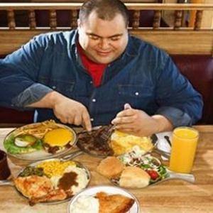 پرخوری، مهمترین عامل شیوع چاقی است