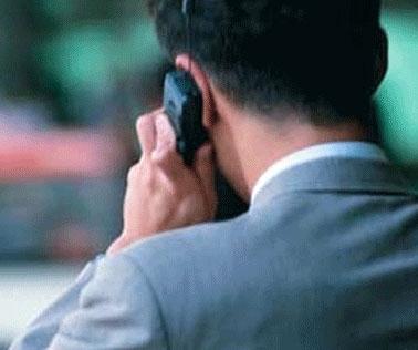 صحبت کردن با تلفن همراه