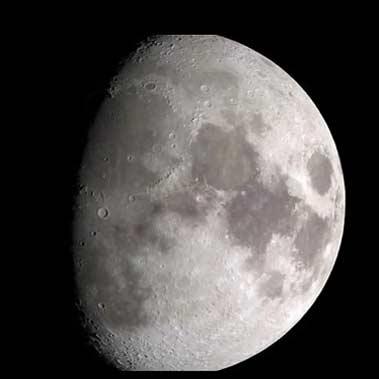 آسانسور فضایی روی سطح ماه